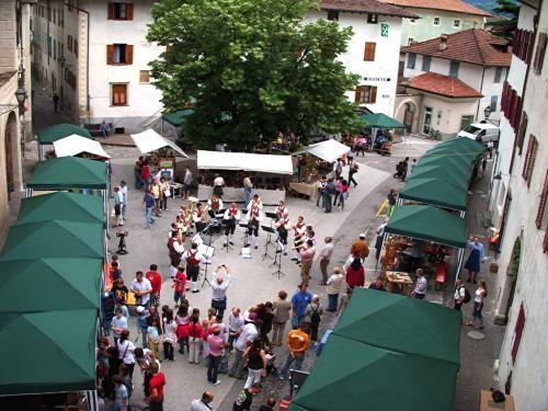 WeinHandWerk St.-Gertraud-Platz Margreid
